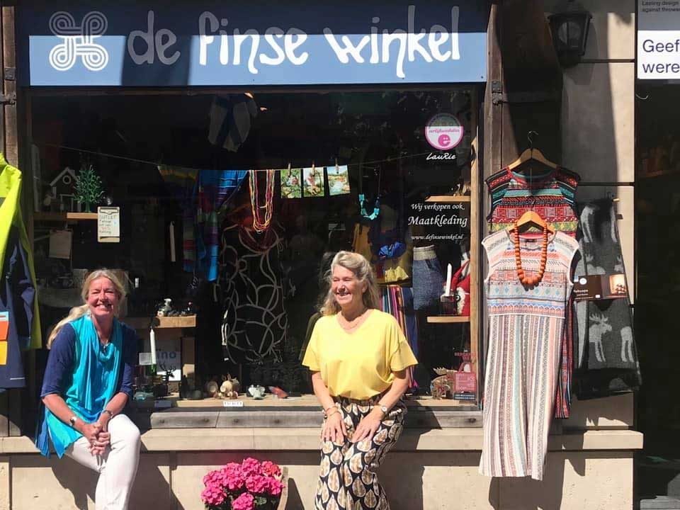 Trudy en Etty voor De Finse Winkel in Bergen